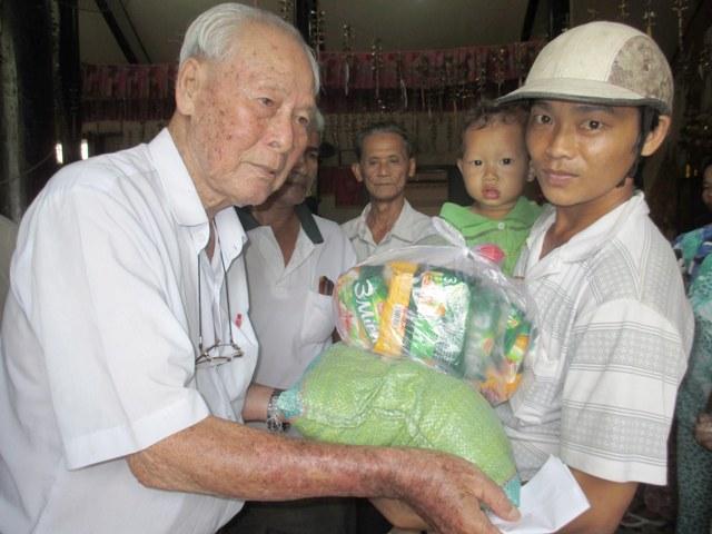 Một đời làm từ thiện bằng tấm lòng và trách nhiệm